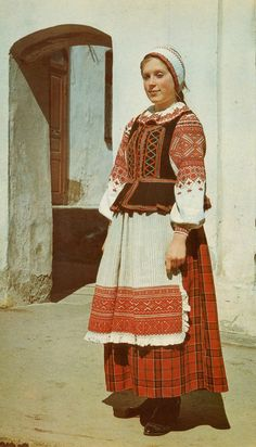 A Belarus folk costume. Historical Costume, Historical Clothing, European Tribes, Mode Russe, Costumes Around The World, Art Populaire, Folk Costume, Muslim Women, Ethnic Fashion