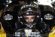Renault marked the lifting of Saudi Arabia's women driving ban by inviting Aseel Al-Hamad to drive a Lotus Formula 1 car at Paul Ricard ahead of the French Grand Prix Formula 1 Girls, Formula 1 Car, Renault Formula 1, F1 News, Drive A, World Championship, Car Ins, First World, Grand Prix