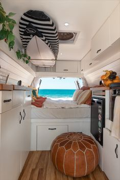 Beach view from our mobile office. Camper Life is not so bad... Relaxing Van Life destinations in Mexico Van Life, Equipement Camping Car, Kombi Home, Camper Life, Camper Van, Campers, Van Interior, Interior Design, Van Living