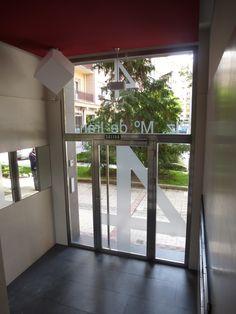 Monente Arquitectura especializados en accesibilidad y eliminación de barreras arquitectónicas mediante la sustitución de un ascensor y bajada del mismo a cota de la calle.