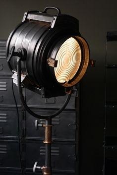 Rare projecteur cinema MCALISTER des studios Hollywood Californie pied roulette
