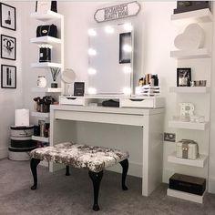 Zimmer deko ideen DIY Makeup Room Ideen mit Design Inspiration, Organizer & Bild How to Choose a Girl Bedroom Designs, Room Ideas Bedroom, Bedroom Decor, Master Bedroom, Makeup Room Decor, Makeup Rooms, Vanity Room, Makeup Vanity In Bedroom, Vanity Design