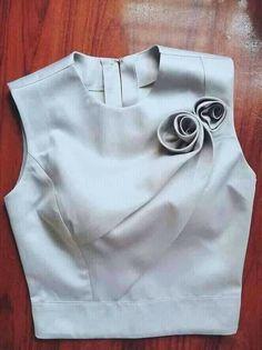 Stylish Blouse Design, Fancy Blouse Designs, Saree Blouse Designs, Sleeves Designs For Dresses, Dress Neck Designs, Traditional Dresses Designs, Myanmar Dress Design, Stylish Work Outfits, Dress Vestidos