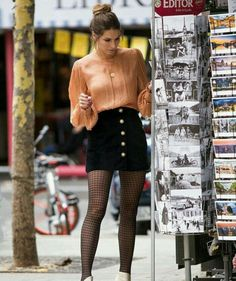 How to Style Patterned Hosiery Winter Outfits, Casual Outfits, Cute Outfits, Men Casual, Smart Casual, Skirt Fashion, Fashion Outfits, Fashion Trends, Fashion Men