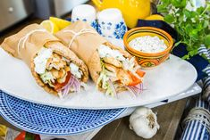Leah Itsines creator of the BARE Guide is making a healthier version of chicken gyros. Healthy Mummy, Healthy Meals For One, Healthy Eating, Healthy Recipes, Healthy Lunches, Healthy Dinners, Diabetic Recipes, Healthy Cooking, Healthy Food