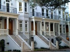 We visited magical Savannah Georgia to see their wonderful southern porches. If you have not been to Savannah, go visit! Savannah Georgia, Savannah Chat, Most Beautiful Cities, Beautiful Homes, Great Places, Places To Go, House With Porch, Images Google, Vacation Places