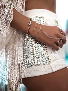 Silver Bracelet With Diamonds Referral: 6125457031 Bohemian Style Jewelry, Gypsy Style, Boho Gypsy, Bohemian Jewelry, Boho Style, Anklet Designs, Silver Jewelry Box, Silver Earrings, Glamour