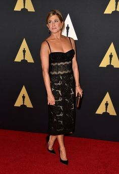 Pin for Later: Jennifer and Justin Have a Hollywood Date Night at the Governors Awards Jennifer Aniston Pictures, Jenifer Aniston, Brad Pitt, Female Comedians, Strapless Dress Formal, Formal Dresses, Awards, Hollywood, Stylish