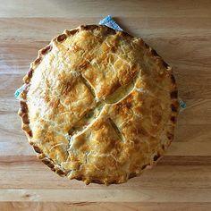 English Pie Recipe, British Meals, Creamy Chicken Pie, English Roast, Vegetable Pie, Roasted Potatoes, Chicken And Vegetables, Original Recipe, Pie Dish