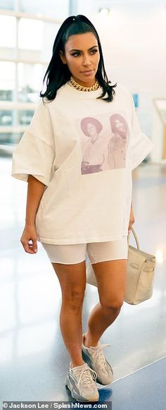 Who made Kim Kardashian's white tee, tan tote handbag, and sneakers? Kim Kardashian Yeezy, Kardashian Style, Kardashian Fashion, Yeezy Fashion, 90s Fashion, Fashion Outfits, Kylie Jenner, Yeezy Outfit, Yeezy Sneakers