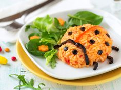 """Recipe tomato risotto """"beetle"""" - It is often not so easy to satisfy the little eaters at t Mozzarella Salat, Childrens Meals, Cauliflower, Vegetables, Ethnic Recipes, Food, Kid Cooking, Recipes For Children, Credenzas"""
