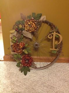 Bicycle wheel wreath I made! Very easy! Fall Crafts, Diy And Crafts, Christmas Crafts, Fall Wreaths, Mesh Wreaths, Bicycle Wheel Decor, Seasonal Decor, Fall Decor, Diy Wreath