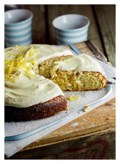 MARIE _ Pistachio & Lemon cake with White Chocolate Sour Cream icing - must be the popular flavors right Dessert Dessert Lemon Recipes, Sweet Recipes, Cake Recipes, Dessert Recipes, Just Desserts, Delicious Desserts, Yummy Food, Think Food, Love Food