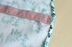 子ども(キッズ)用エプロンの作り方 Diaper Bag, Personalized Items, How To Make, Bags, Japanese Clothing, Handbags, Diaper Bags, Mothers Bag, Bag