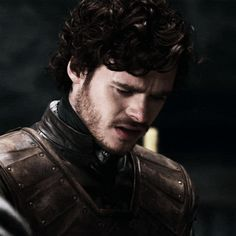 (gif) Richard Madden as Robb Stark in Game of Thrones