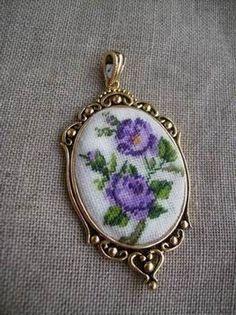 """кулон с вышитой камеей """"Викторианская роза лиловая"""""""