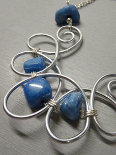 Sautoir long pierre naturelle bleu, plaqué argent et fil aluminium : Collier par les-bijoux-d-anso
