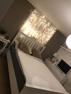 46 Amazing Decoration Ideas For Small Bedroom Room Ideas Bedroom, Home Bedroom, Bedroom Designs, Living Room Decor On A Budget, Bedroom Themes, Teen Bedroom, Bedroom Wall, Diy Bedroom Decor, Bedroom Furniture