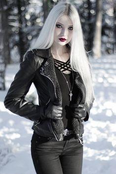 Gothic Girls, Hot Goth Girls, Dark Fashion, Gothic Fashion, Fashion Beauty, Mode Outfits, Fashion Outfits, Mode Sombre, Goth Model