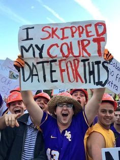 These Crazy College Football Signs Are Far From Showing School Spirit Football Signs, Football Program, Football Team, College Gameday Signs, College Football, Nick Saban, College Humor, National Championship, School Spirit