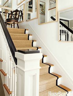 sisal stair runner with black trim -mountain house stairs Sisal Stair Runner, Staircase Runner, Stair Runners, Navy Stair Runner, Style At Home, Hollywood Hills Häuser, Hollywood Style, Flur Design, Wall Design