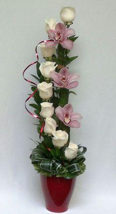 on Arreglos de flores Tropical Floral Arrangements, Creative Flower Arrangements, Church Flower Arrangements, Rose Arrangements, Beautiful Flower Arrangements, Beautiful Flowers, Christmas Arrangements, Design Floral, Deco Floral