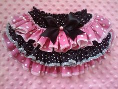 Pink and Black Ruffled Bloomer-ruffled bloomer I'm really hoping I have a niece.The perfect bloomers for your little girl this Fall.Cotton bloomers trimmed with the cutest ruffles. Baby Skirt, Baby Dress, Ruffle Diaper Covers, Ruffle Bloomers, Ruffles, Little Girl Dresses, Baby Girl Fashion, Baby Sewing, Sewing Diy