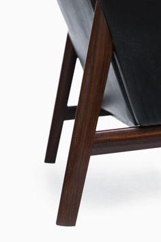 Finn Juhl easy chair in rosewood and black leather at Studio Schalling #finnjuhl #retro