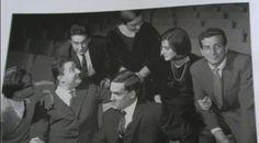 """La foto è tratta dal libro di Maurizio Giammusso """"Il teatro di Genova. Una biografia"""", Electa 2001. Sono presenti : Luigi Squarzina, Camillo Milli, Eros Pagni, e nella fila dietro: Alberto Lionello, Paola Mannoni, Lucilla Morlacchi, Luigi Vannucchi"""