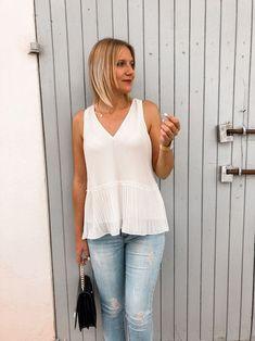 Das perfekte Frühsommer Outfit mit weißer Bluse, Jeanshose und Ballerinas Heutiges Outfit, Bluse Outfit, Fashion Weeks, Denim Look, Ballerinas, Basic Tank Top, Tank Tops, Blog, Streetstyle