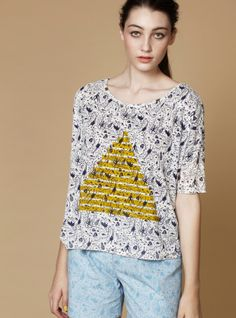 New Arrival!  Alien Print T With Pyramid