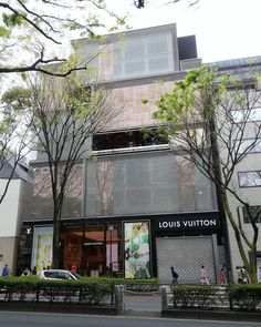 Louis Vuitton Omotesando / Tokyo / Japan Architect: Jun Aoki http://www.architravel.com/architravel/building/louis-vuitton-omotesando/