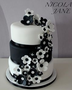 INSPIRATION - stunning black and white flower cake