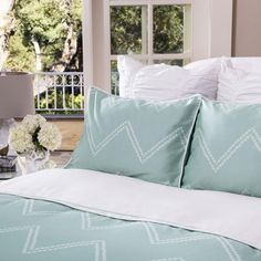 Shop green chevron bedding from Crane & Canopy. Transform your bedroom with the sophisticated, playful Cora Green duvet cover. Bed Decor, Green Duvet Covers, Simple Bed, Hotel Collection Bedding, Chevron Bedding, Green Duvet, Luxury Duvet Sets, Modern Bed, Chevron Bedding Sets