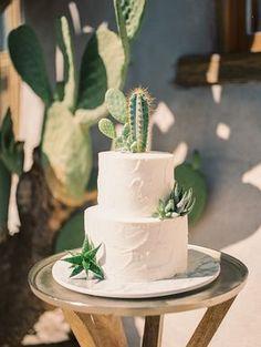 Fall Desert Elopement Inspiration with Burgundy and Lavender - Styled Shoot - Botanischer Garten - Wedding Cakes Bolo Cake, Un Cake, Wedding Cake Inspiration, Elopement Inspiration, Fall Inspiration, Cool Wedding Cakes, Wedding Cake Toppers, Western Wedding Cakes, Bolos Naked Cake