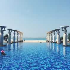 So this post is a little different than the ones I have posted previously, but I figured that if everyone loves creeping strangers as much as I do, it might be a welcome change. I recently spent a few days at The Mulia Bali with my beloved sister, who moved to London a year ago in April, and I haven't seen her since.