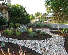 50 Exciting and Beauty Front Yard Landscaping Ideas - Alles für den Garten Residential Landscaping, Mulch Landscaping, Landscaping Supplies, Landscaping With Rocks, Front Yard Landscaping, Landscaping Ideas, Hydrangea Landscaping, Desert Landscaping Backyard, Farmhouse Landscaping