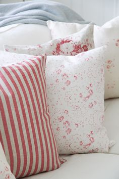 Cabbages & Roses 'New Penny Pink /Matilde' Shabby Chic Cottage, Cottage Style, French Cottage, Throw Cushions, Bed Pillows, Farmhouse Chic, Fresh Farmhouse, Quilt Bedding, Shabby Vintage