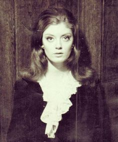 This rarely-seen photo shows Susan Sarandon in 1963 when she was just 17 years old. Tyler Durden, Susan Sarandon Hot, Susan Surandon, Thelma Et Louise, Old Celebrities, Celebs, The Rocky Horror Picture Show, British Academy Film Awards, Famous Women