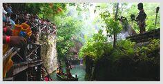 Viaja al pasado con las danzas del Pueblo Maya. Conoce el lugar más místico de Xcaret: el pueblo maya, un lugar que rodea el río Maya donde podrás ver las casas típicas y a los artesanos trabajando. Siente la emoción al escuchar los tambores y maravíllate con las danzas prehispánicas que inician a las 4:00 PM.