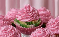 gastrogirl: perfect white cupcakes with pink... - Full_Circle