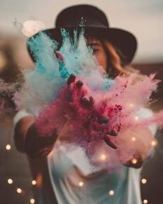 you could photoshop the lights in if you don't have them - this is so cool! Tumblr Photography, Creative Photography, Portrait Photography, Colourful Photography, Magical Photography, Smoke Bomb Photography, Festival Photography, Photography Competitions, Night Photography