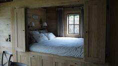 De bedstee of bedstede is een heerlijke knusse slaapplaats voor één of twee personen. De ...