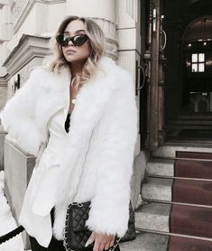 38 cute winter outfits to copy now for 2019 35 Winter Date Night Outfits, Cute Winter Outfits, Winter Fashion Outfits, Fur Fashion, Teen Fashion, Autumn Winter Fashion, Fashion Tips, Fashion Ideas, Latest Fashion