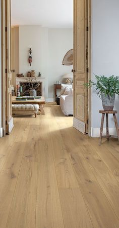Quick-Step Hardwood flooring - Palazzo 'Summer oak extra matt' (PAL3886) in a country hallway. Click here to discover your favorite hallway floor. #hardwood #makeover #oak
