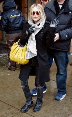 Mary-Kate Olsen Satin Clutch - Mary-Kate Olsen Looks - StyleBistro check out how she cut her skinnies Mary Kate Ashley, Mary Kate Olsen, Winter Outfits, Cool Outfits, Casual Outfits, Amazing Outfits, Winter Clothes, Olsen Fashion, Olsen Twins Style