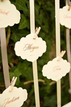 With the orange print, these escort cards are perfect for a fall wedding! So elegant too. {Jennifer Baumann Photography}
