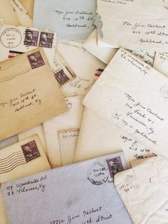 the beauty and art of good old-fashioned handwritten letters, filled with well thought-out and penned out words and the human connection felt through the reading of the other party's handwriting Envelope Carta, Envelopes, All The Bright Places, Old Letters, Hidden Letters, Paper Letters, Handwritten Letters, Cursive, Lost Art