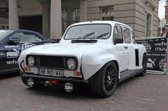 Renault 4 with Transverse Clio Engine on the back ! Plane Engine, 4x4, Unique Cars, Car In The World, Retro Cars, Old Cars, Fiat, Custom Cars, Peugeot