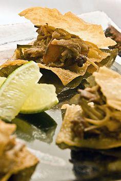 Pastel aberto de pernil agridoce, prato servido no restaurante Na Cozinha (Foto: Claudio Pinheiro / Editora Globo)